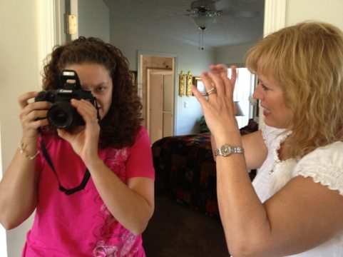 Jamie and Trundy check out the new DSLR camera we are using for better pics and vids