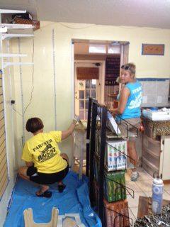 Volunteers-Painting-Giftshop-01