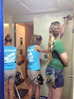 Volunteers-Painting-Giftshop-04